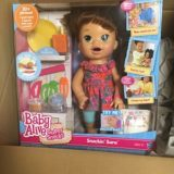 【ベビーアライブ】本当に食べてうんちするリアルなお人形に夢中の娘