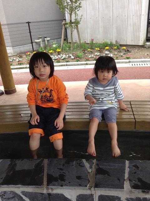 足湯につかる僕と妹