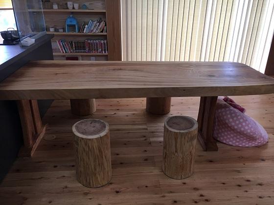 いろはを塗ったテーブル