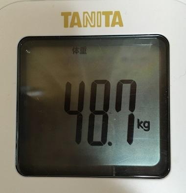 体重48.7kg