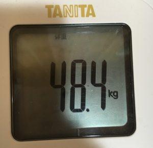 体重48.4kg