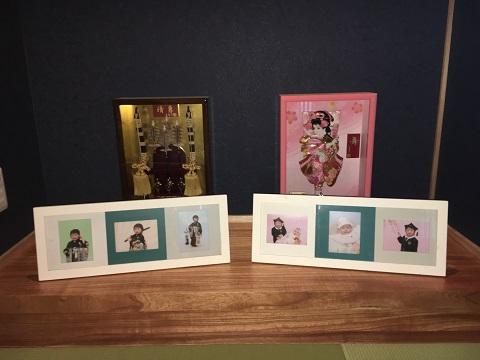 写真を飾った和室