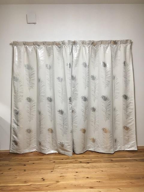 寝室に付けたカーテン