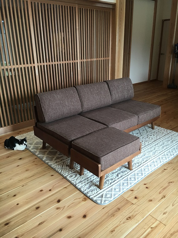 【WEB内覧会 ソファー・ラグ】unico(ウニコ)のソファーとオットマン購入!ラグはFrancfranc(フランフラン)