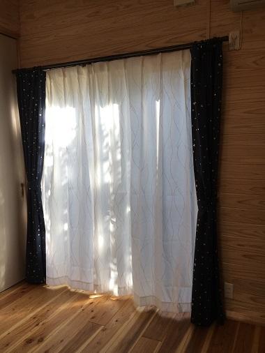 開けた息子の部屋のカーテン