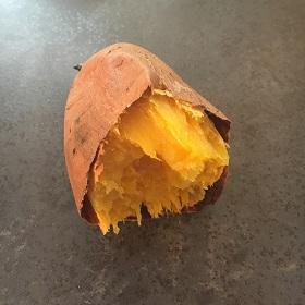 半分に割った焼き芋