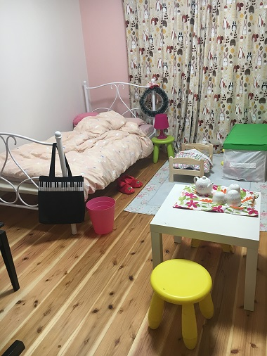 娘の部屋の杉の床