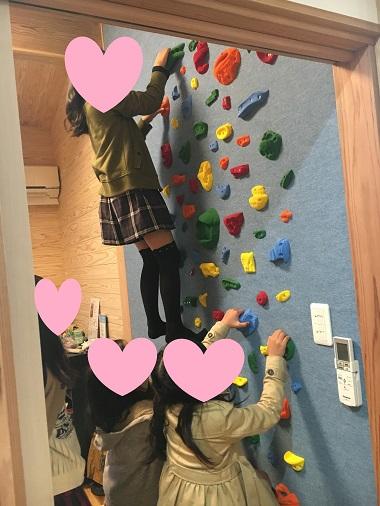ボルダリングを登るお友達