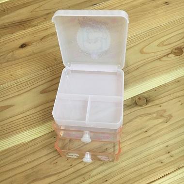 蓋を開けた小物を入れるBOX