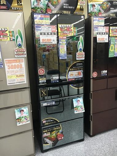 店頭のHITACHIの冷蔵庫
