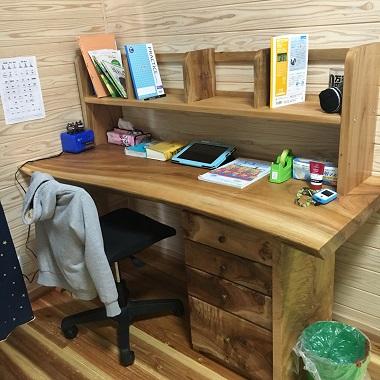 教科書を置いた机