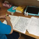 【勉強しやすい環境作り】リビング学習とどちらがいい?子供部屋に机を置いてみた結果