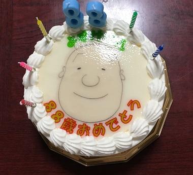 おじいちゃんの顔が書かれたケーキ