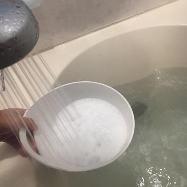 シャワーで大湯を注ぐ