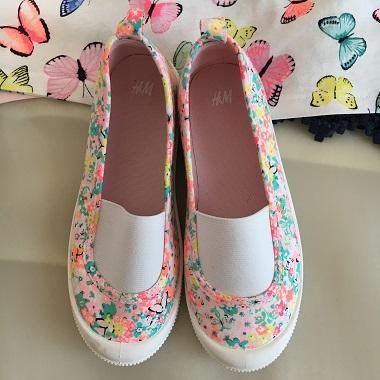バタフライ柄の靴