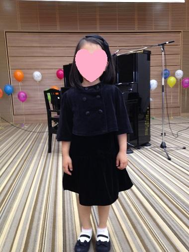 ケープを着た娘