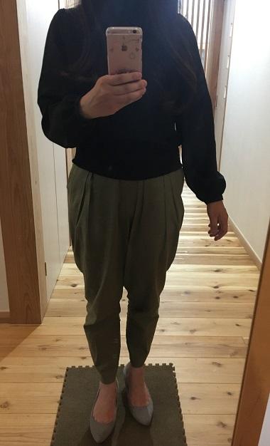 リネンブレンドテーパードパンツを履いた私
