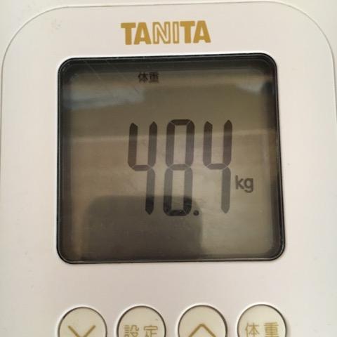 体重測定(48.4キロ)