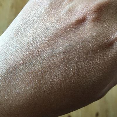 かさかさの手の甲