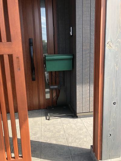 玄関に置いたポスト1