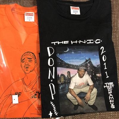 並んだ2枚のTシャツ